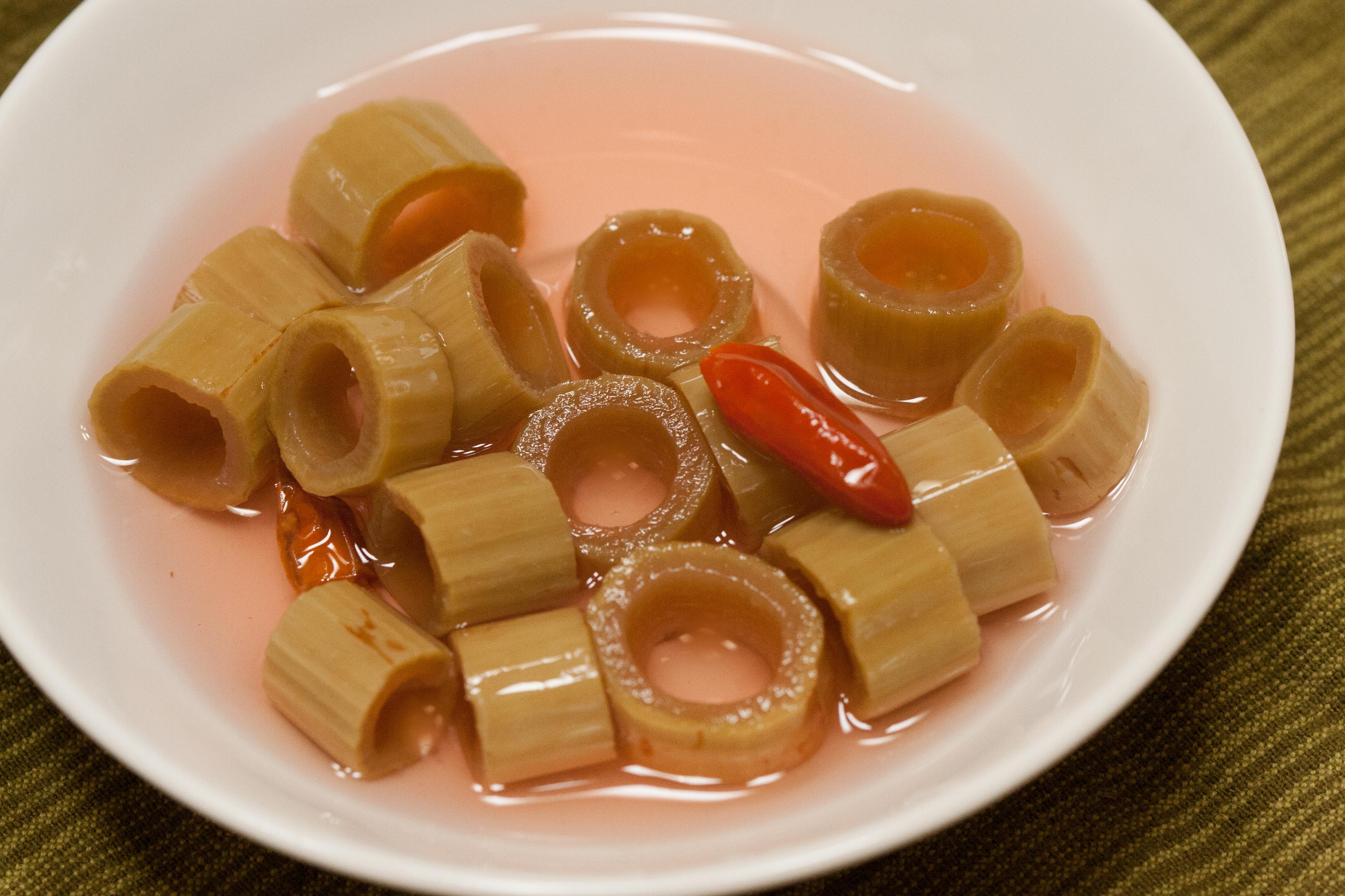 Japanese Knotweed Pickles: Recipe