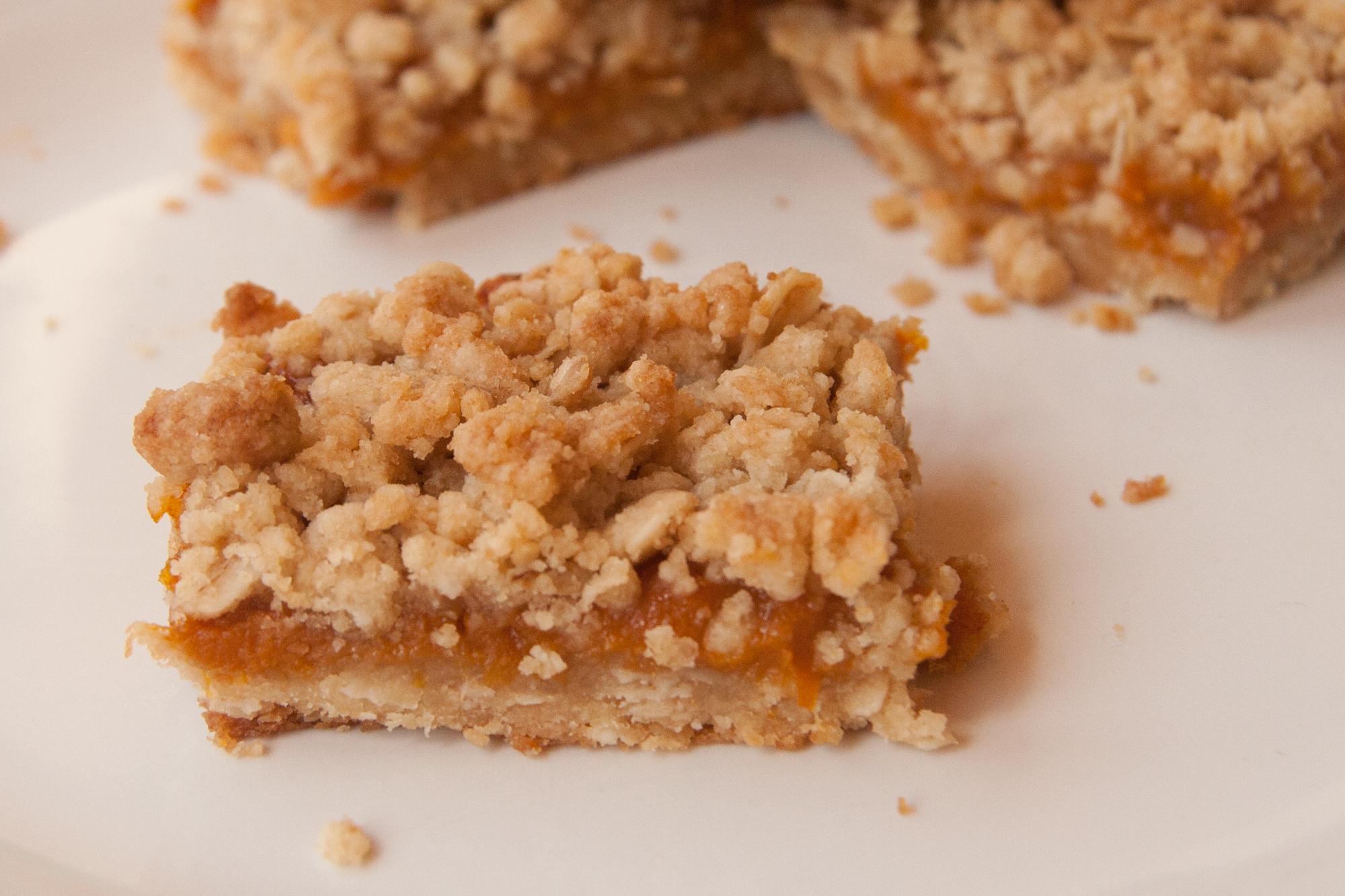Apricot Crumble Squares: Recipe